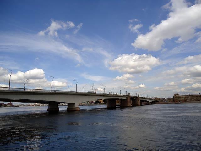 Петергоф, Мост через Неву