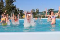 """лагерь """"Мир"""" в бассейне также весело как и в море"""