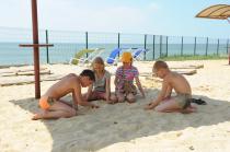 """лагерь """"Мир"""" пляж у бассейна"""